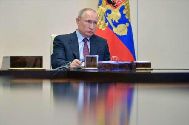 Желтый костюм Путина: почему президент был странно одет в больнице в Коммунарке?  Интересное