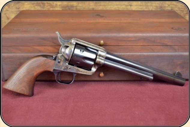 Не зрелищности ради: зачем ковбои крутят оружие и дуют на его ствол Интересное