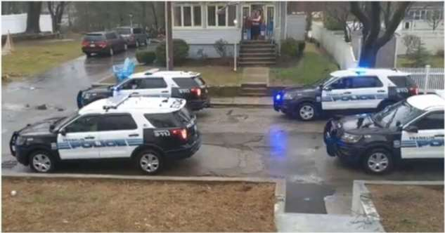 Полицейские поздравили расстроившегося из-за карантина ребенка с днем рождения  Интересное