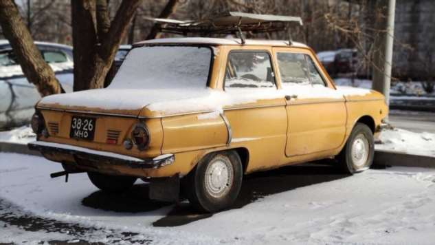 Выжившие из СССР: 10 старых автомобилей на черных номерах  Интересное