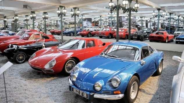 Мега-музеи, суперстоянки и другие места: самые невероятные скопления автомобилей  Интересное
