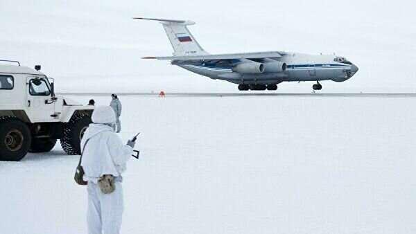 Российские десантники первыми в мире прыгнули в Арктике с высоты 10 км  Интересное