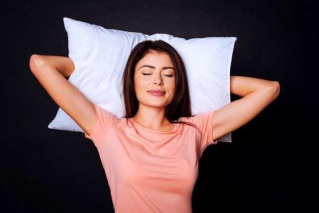 Почему человек не может спать стоя?  Интересное