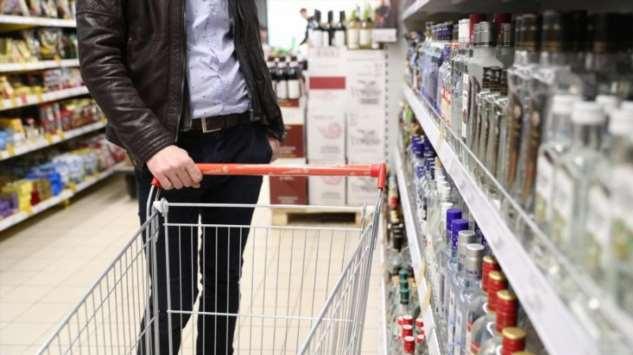 Из-за коронавируса россияне стали пить меньше водки  Интересное