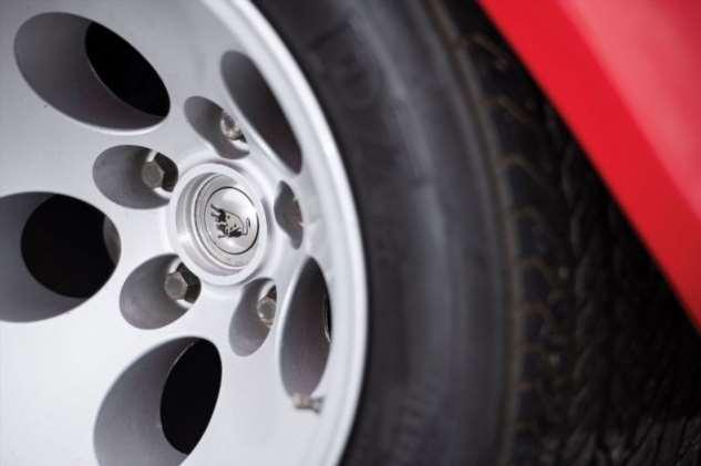 Великолепный Lamborghini Countach LP500 S с белым салоном выставят на торги  Интересное