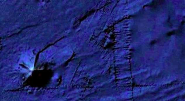 Огромная пирамида самостоятельно ползет по дну океана Интересное