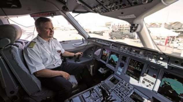 Почему вход в самолет всегда с левой стороны