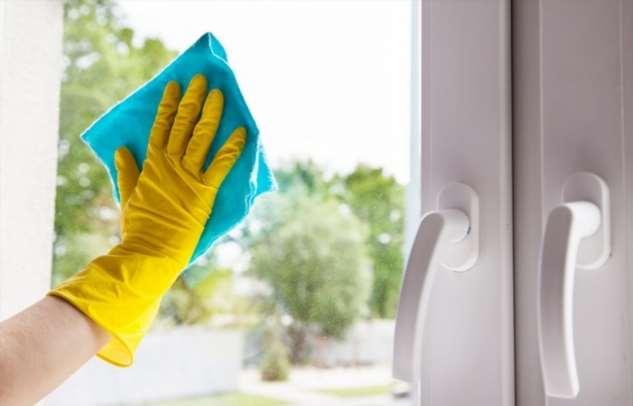 Надежное средство, как отмыть окна в квартире, чтобы на них долго не оседала пыль
